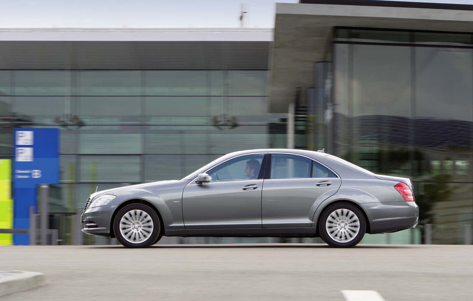 Mercedes benz s class with three new engines germancarforum for Mercedes benz forum s class